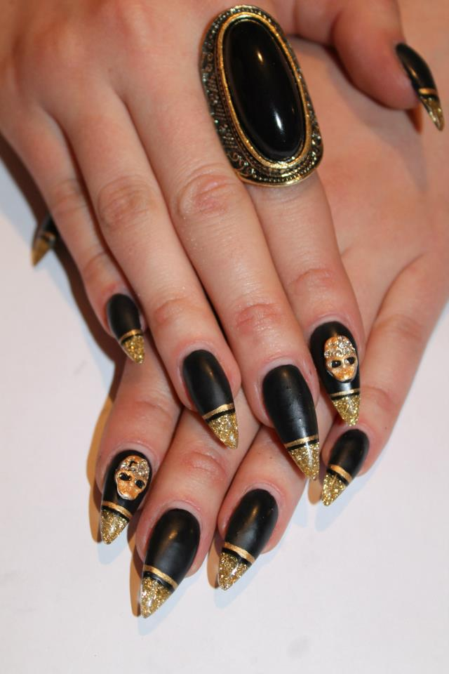 Nails With Golden Designs (5)