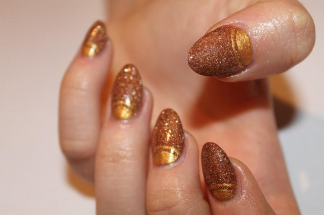 Nails With Golden Designs (6)