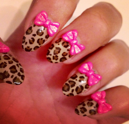Nails with bows (1)