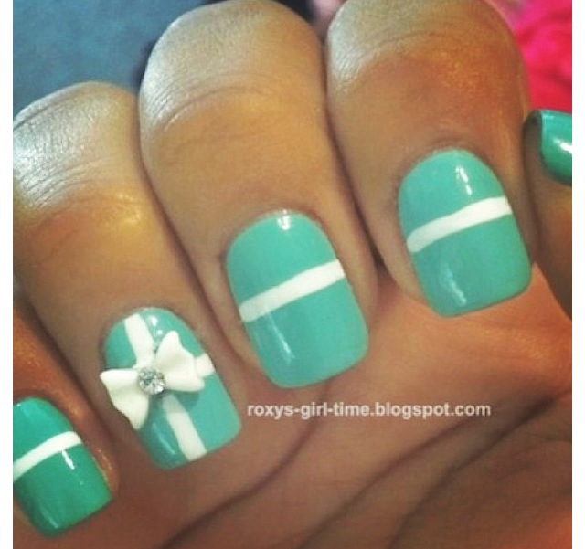 Nails with bows (4)