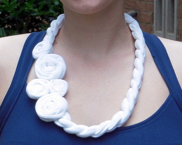16 Beautiful DIY Ideas About Fabric Necklace