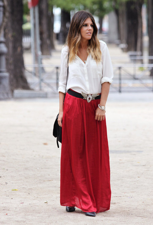 Maxi-mise your style! Maxi skirts are extremely trendy, super feminine and need no extra frills to spice up the look. It is probably the reason why maxi skirts have simply refused to go out of style–and, for me, the versatile maxi skirt is at the top of my essential list.
