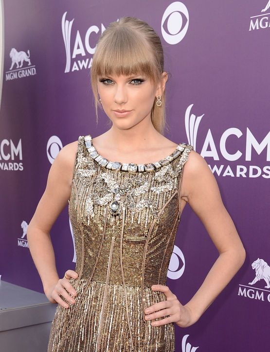 01-taylor-swift-bangs-haircut-celebrity-beauty-h724