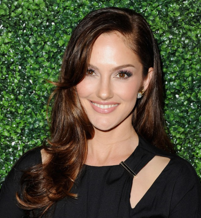 15-minka-kelly-bangs-haircut-celebrity-beauty-h724