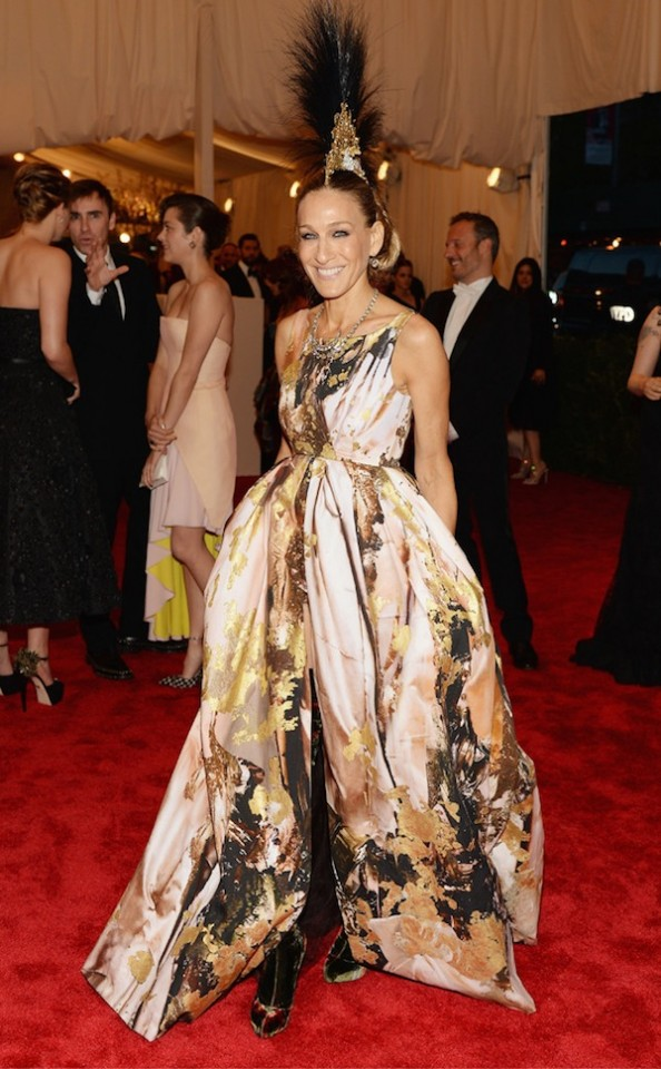 Sarah-Jessica-Parker-at-Met-Gala-2013-in-Giles-Deacon