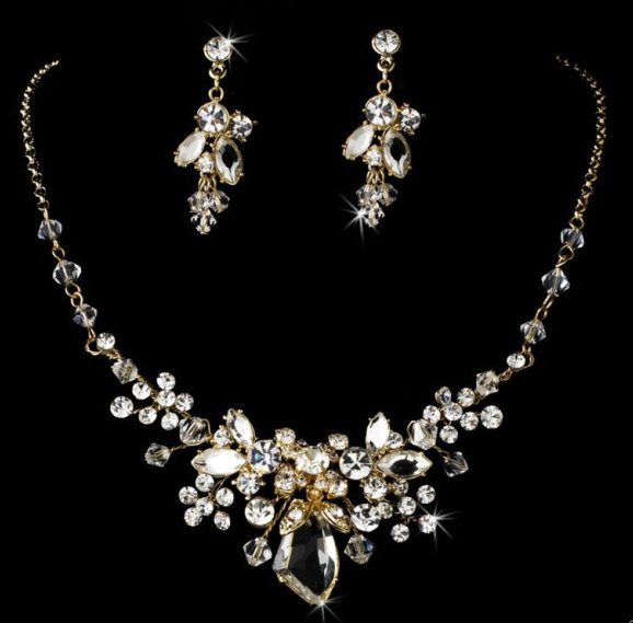 Bedazzle Yourself with Fashion Jewellery