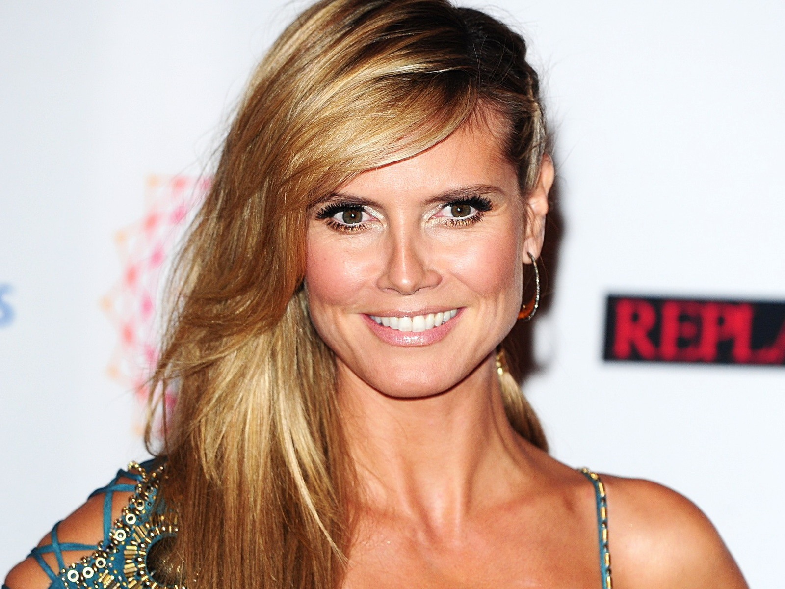 Heidi Klum Hair Styles: 23 Celebrity Bang Hairstyles