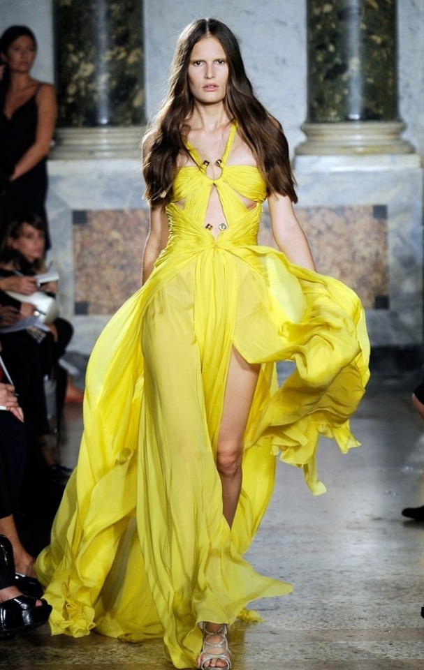 yellow-high-dress-splits-e1298302899730