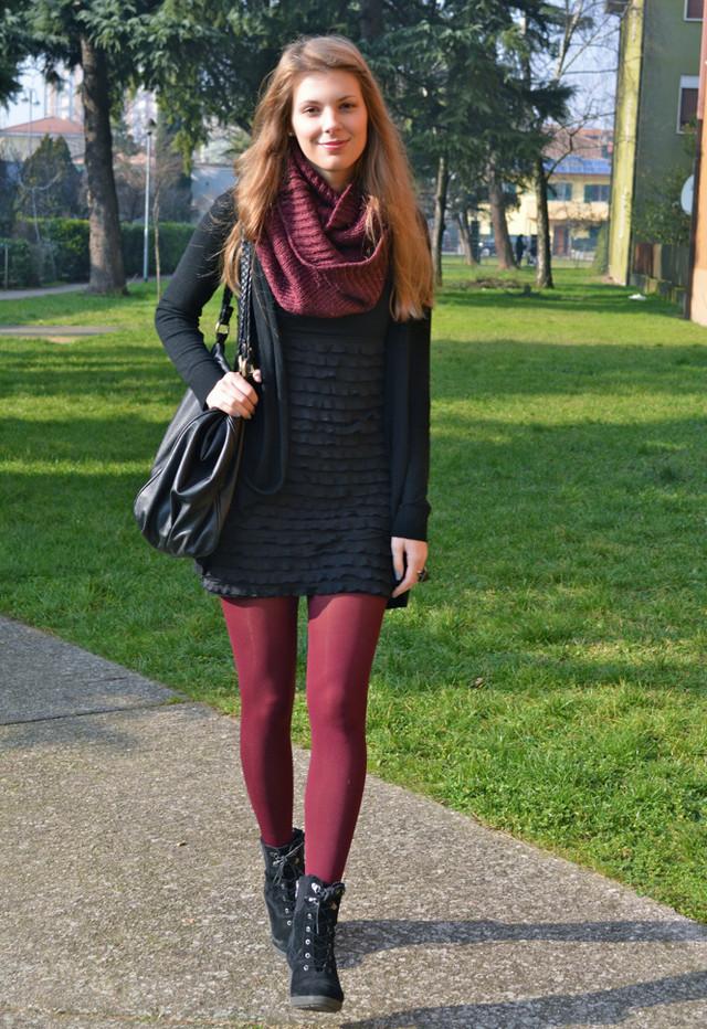 باللون الورديكيق تلبسين الون البردو= الاحمر القاتمتنسيقات باللون الاحمرباللون الاحمرأزياء