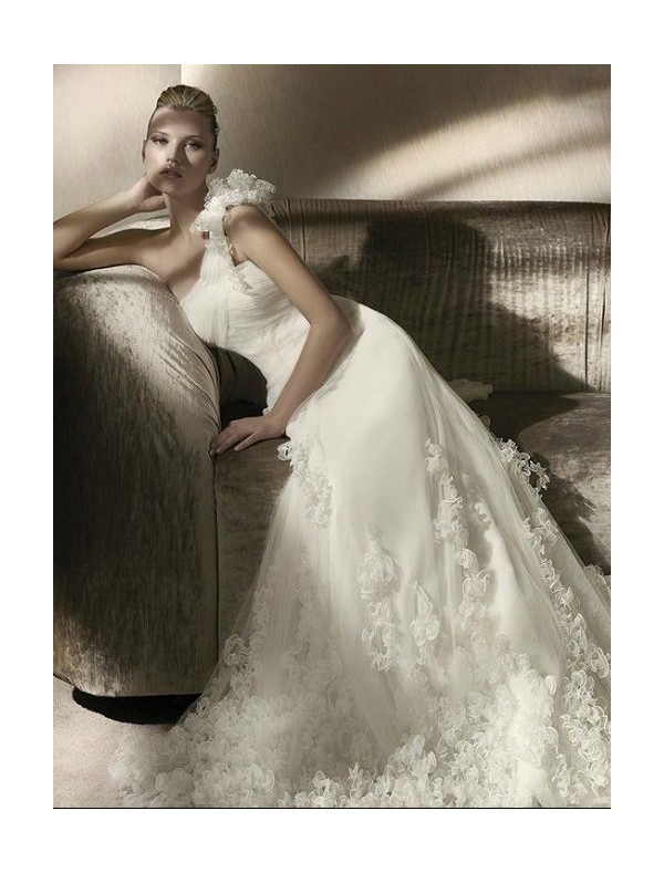 tulle-one-shoulder-strap-a-line-wedding-dress-with-lavish-floral-detailing-accents-skirt