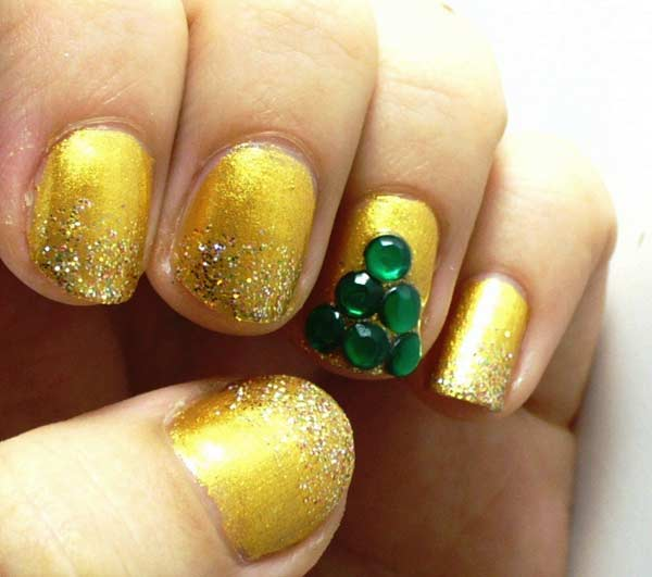 Christmas-Nail-Art-Design-Ideas-2013-2014-15