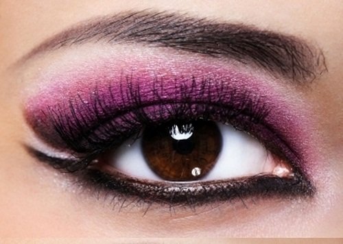 Smokey-Eye-Makeup-Look-with-Purple-and-Black-Color