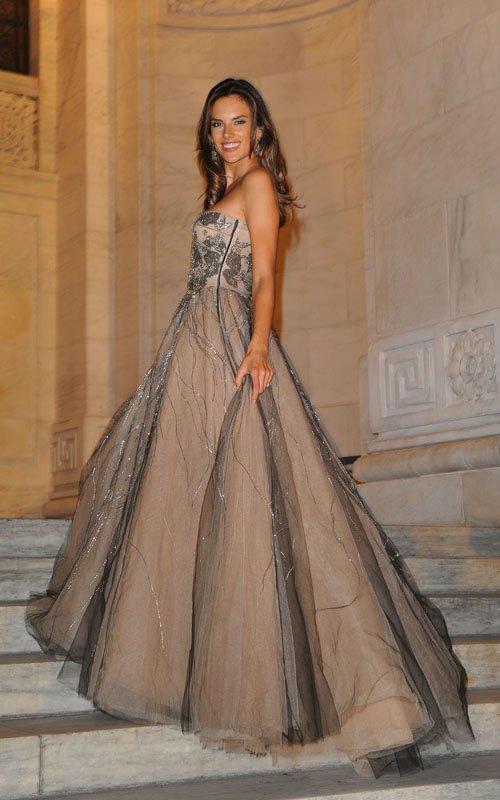 alessandra-ambrosio-brazil-foundation-gala-dinner-dress