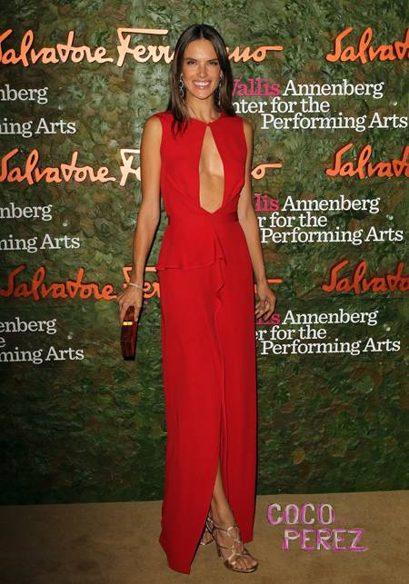 alessandra-ambrosio-plunging-red-dress-wallis-annenbger-center-for-the-performing-arts-inaugural-gala-beverly-hills__oPt