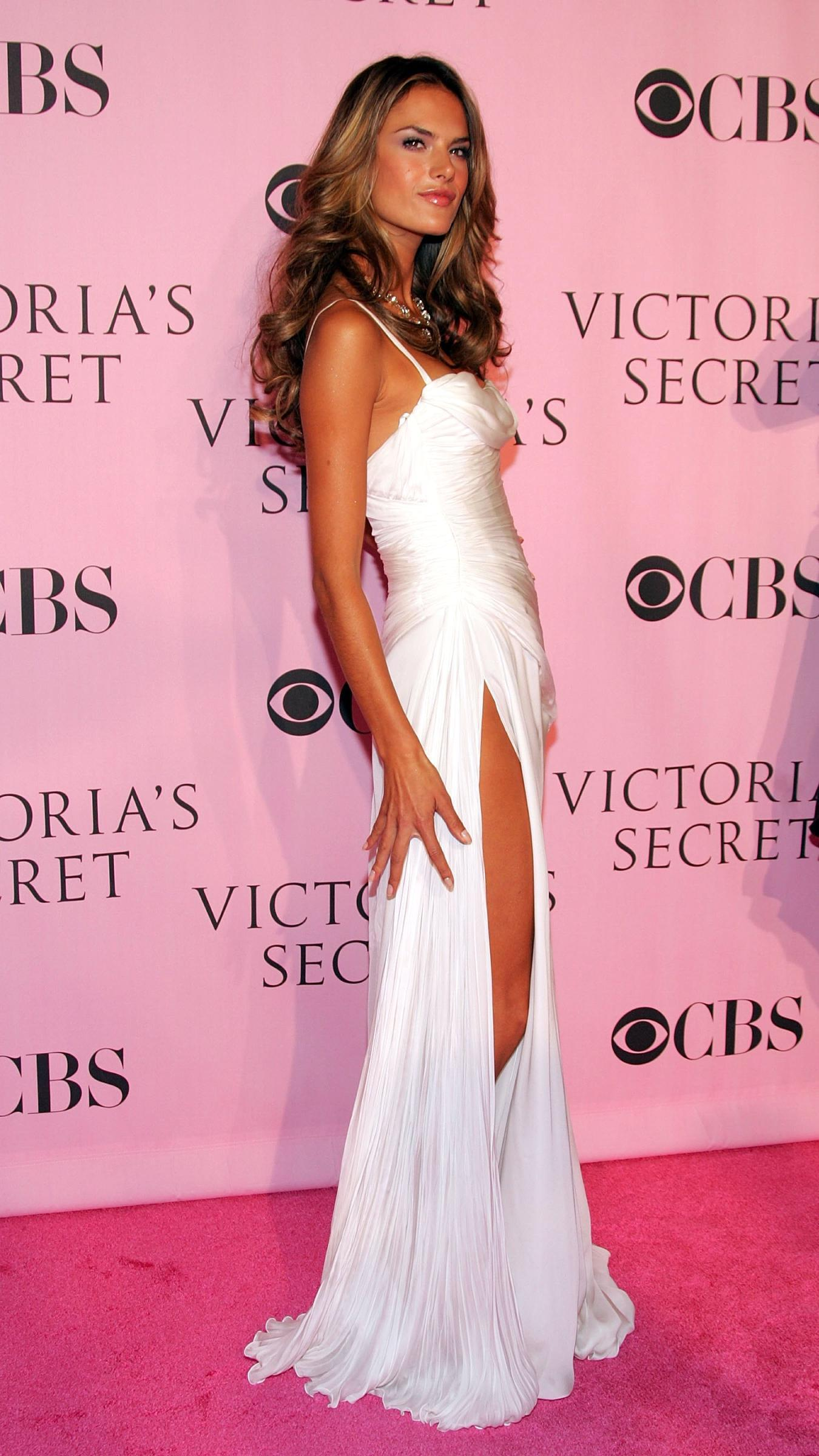 Alessandra Ambrosio And 20 Of Her Extraordinary Dresses