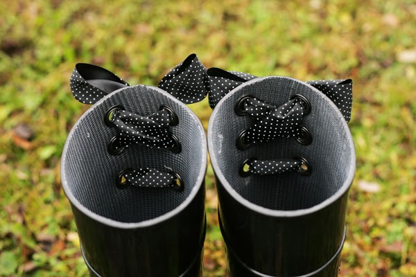 bow rainboots inside