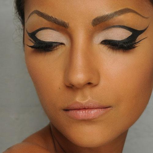 Graphic Eyes | Graphic eyes, Makeup looks, Graphic eyeliner |Makeup Eyeliner Cat Eyes