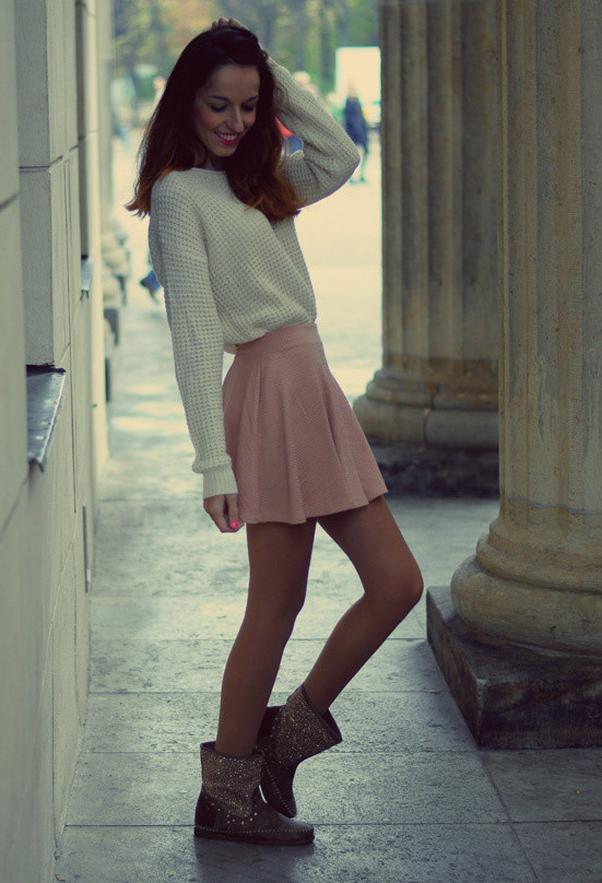cream-sweaters-pink-skirts~look-main-single