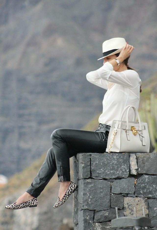 massimo-dutti-color-blanco-michael-kors-camisas-blusas~look-main-single