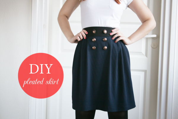 navy-pleated-skirt-with-text