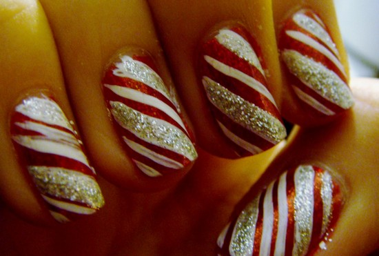 Christmas-Icy-Snowflakes-Nail-Art-Design1