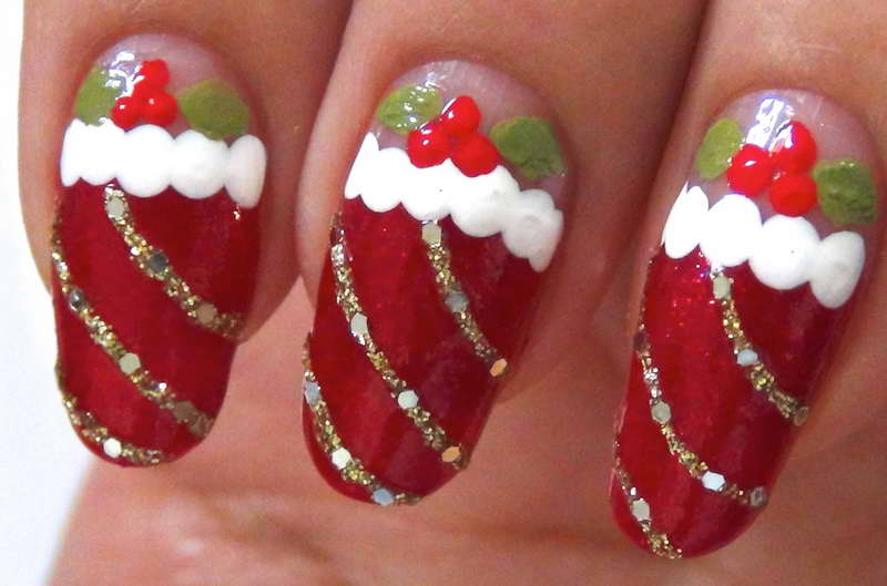 Christmas-Nail-Art-Designs-With-Gold-Line