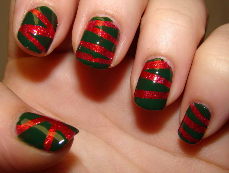 Christmas-Nail-Art-Designs-With-Green-Base-Color
