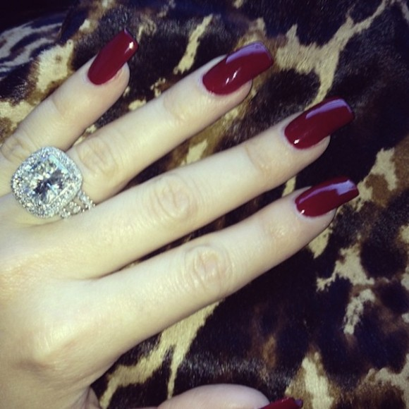 Khloe-Kardashian-Red-Nails-580x580