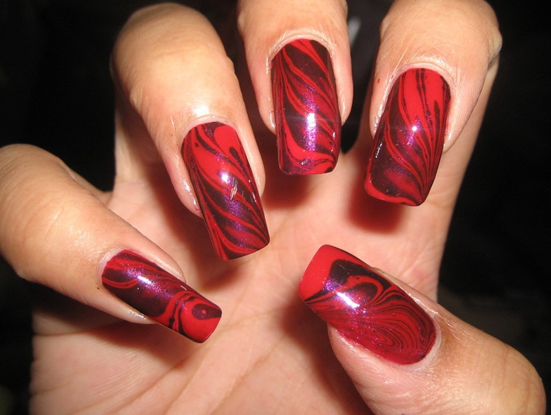 Red-and-Purple-Water-Marble-Nail-Designs