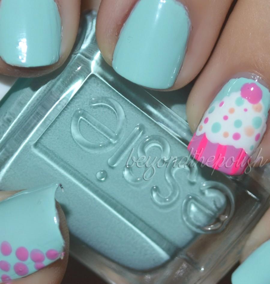 nail-art-essie-polish-with-cupcake-nails-art-beyond-the-polish-cupcake-nail-art-900x947