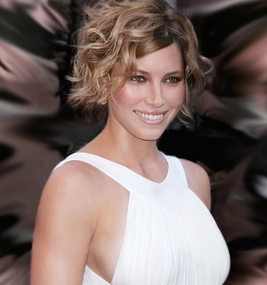 22-Short-Curly-Hairstyles-For-Women-Pictures