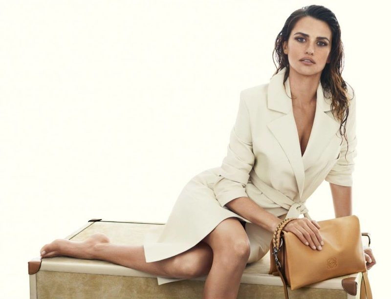 800x612xpenelope-cruz-loewe-spring-ads1.jpg.pagespeed.ic.V8Ax9jh_h4