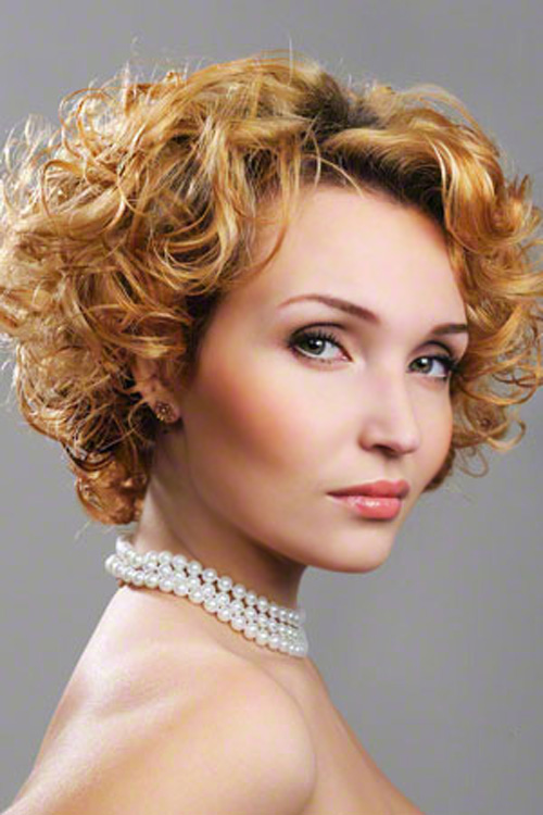 Cute-hairstyles-for-curly-hair