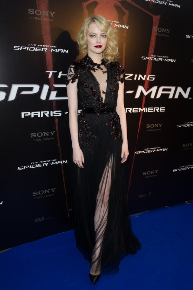 Emma-Stone-stunned-Fall-12-Gucci-number-Paris-premiere-Amazing-Spider-Man-complementing-siren-look-1920s-inspired-waves-deep-crimson-lip