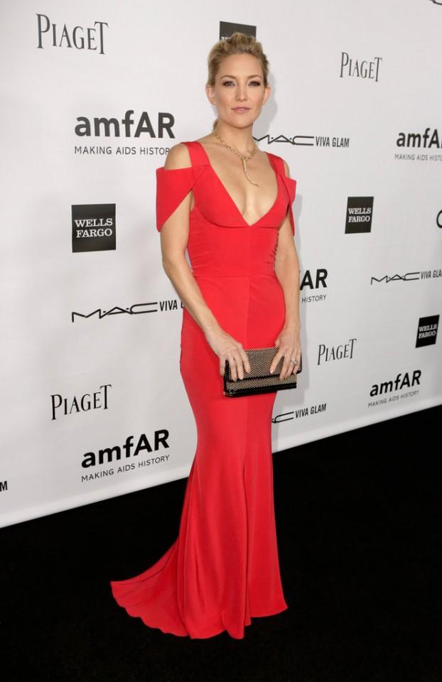 Kate-Hudson-showed-off-her-svelte-curves-red-gown-Prabal-Gurung-finished-off-gold-statement-necklace-matching-clutch-amfAR-gala-LA