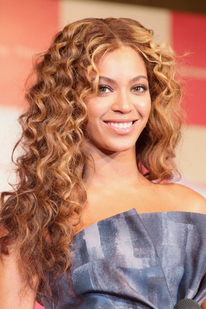 Long-Curly-Hairstyle-celebrity