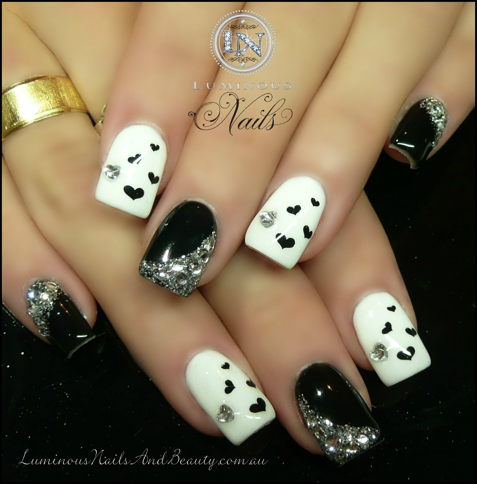 Displaying 18 gt images for black and gold glitter nails tumblr