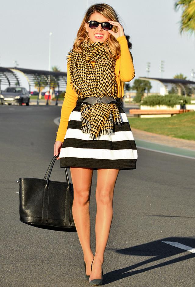 a-rayas-color-blanco-negro-faldas~look-main-single
