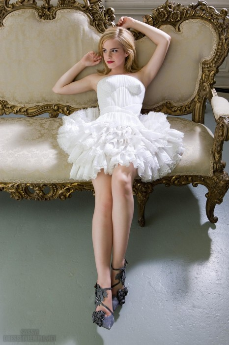 emma-watson-fluffy-dress-466x700