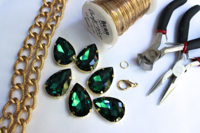 glitter-n-glue-diy-emerald-green-sew-on-jewel-chunky-necklace-materials