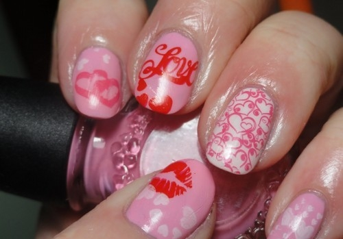 pink nails in love and kiss