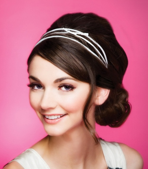 Beautiful-headband-with-elegant-curves