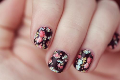 cute-fashion-flowers-flowery-nails-Favim.com-412938 - 21 Vintage Floral Nail Designs
