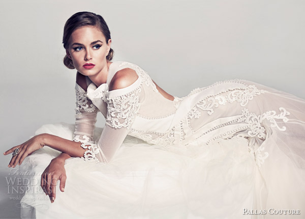 pallas-couture-bridal-2014-fleur-blanche-voelle-wedding-dress-sleeves-keyhole-back-side-view