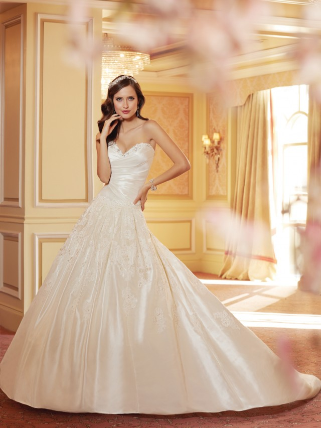 Y11421_wedding_dresses_2014