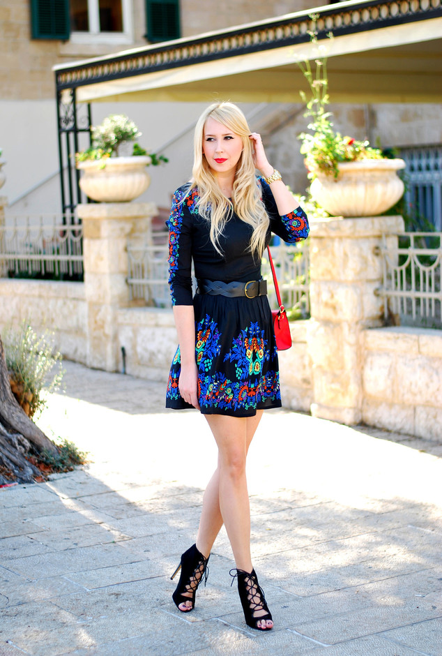 blue-black-dresses-heels-wedges~look-main-single