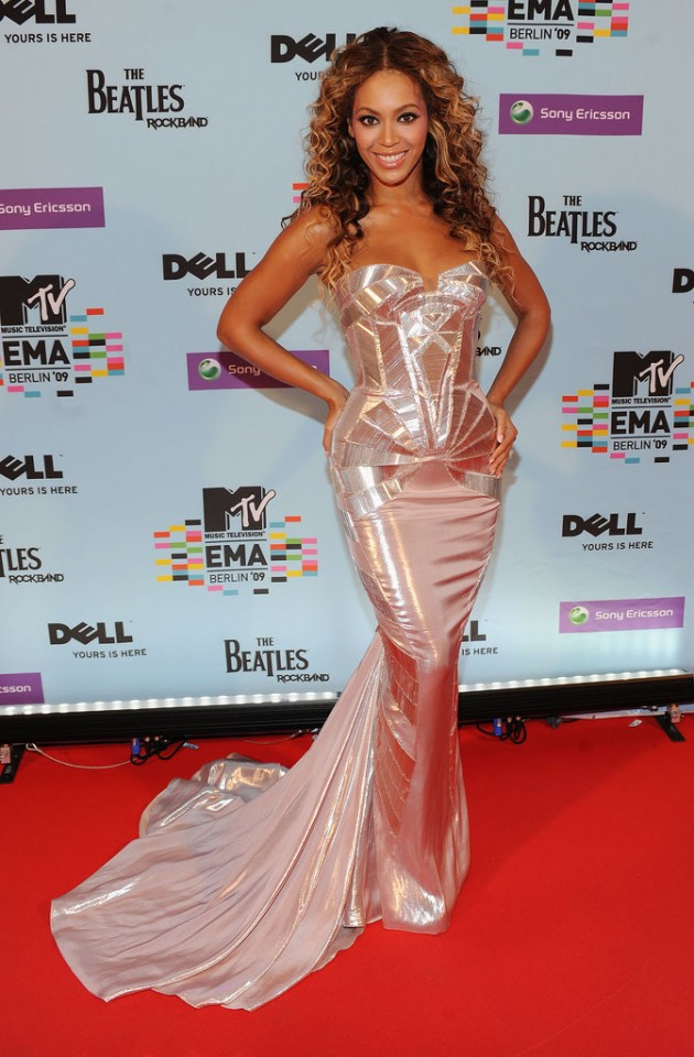 Beyoncé-Versace-MTV-Europe-Music-Awards