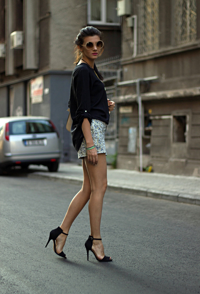 How To Rock A Great Street Style Look With Ankle Strap Heels