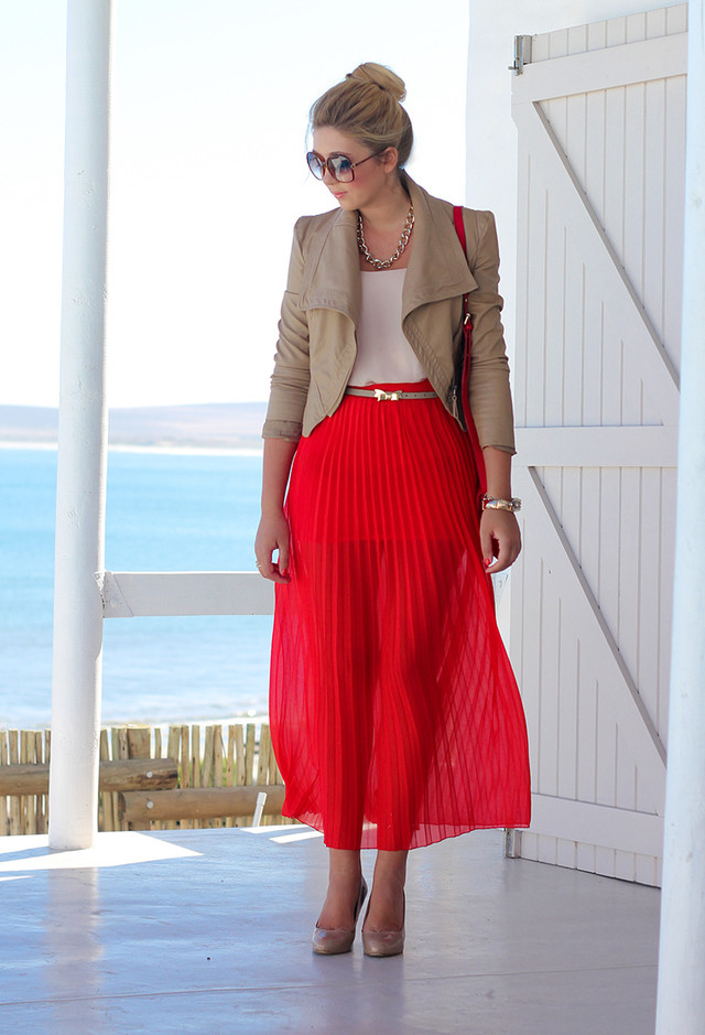 the fashion guide for summer 2014 suggests pleated