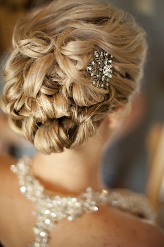 Lovely_Updo,_with_vintage_clip._